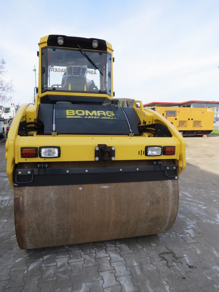 Взять в аренду каток Bomag BW151 AD-4