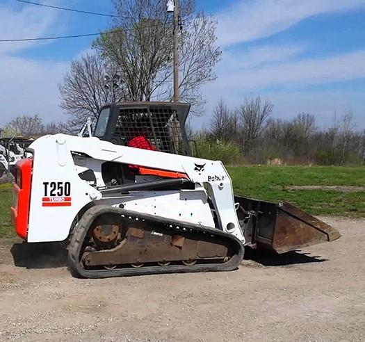 Арендовать мини-погрузчика Bobcat T250